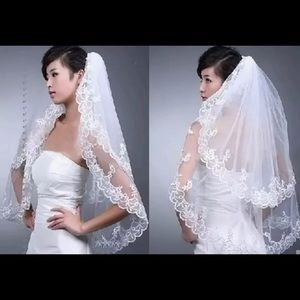 Beautiful lace & tule 2 tier veil with comb